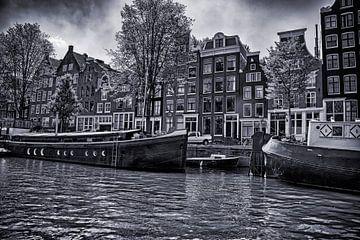Hausboote und Grachtenhäuser an der Prinsengracht an einem schönen Sommertag von Studio de Waay