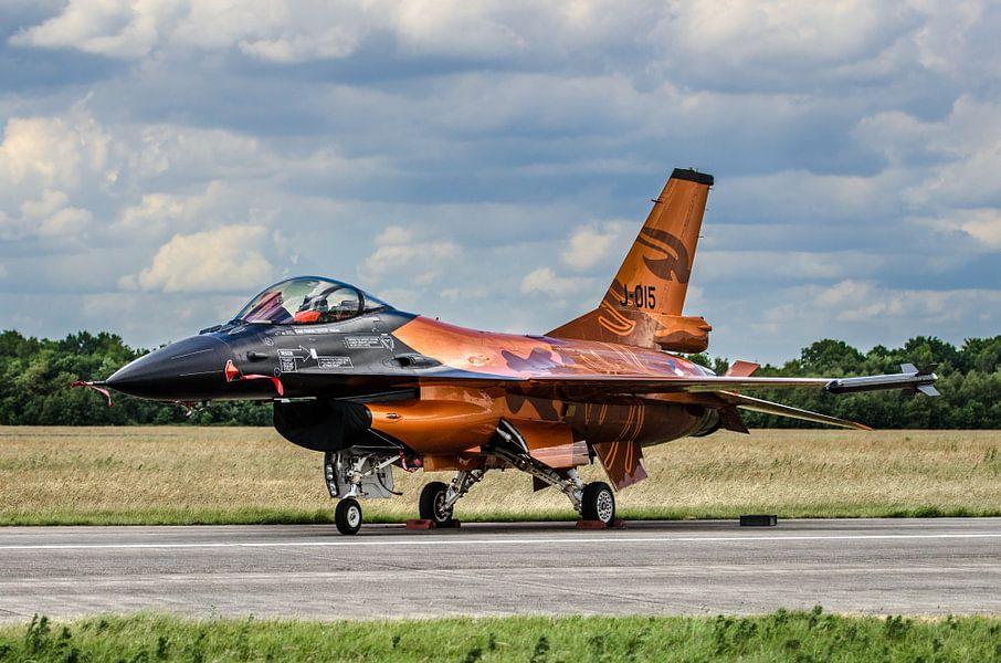 Oranje F16 op Vliegbasis Volkel
