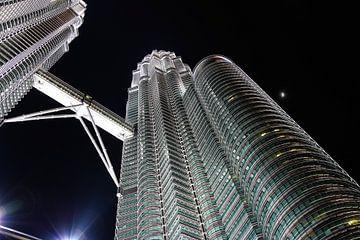 Petronas twin towers - Kuala Lumpur - Malysia van STEVEN VAN DER GEEST