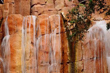 waterval met stromend water von benny schoolmeester