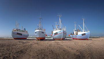 Vissersboten op het strand in Denemarken Thorup Strand van Jonas Weinitschke