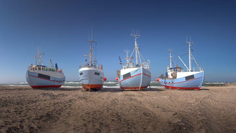 Bateaux de pêche sur la plage au Danemark Thorup Strand sur Jonas Weinitschke