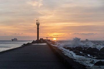 storm bij zonsondergang van Paul Veen