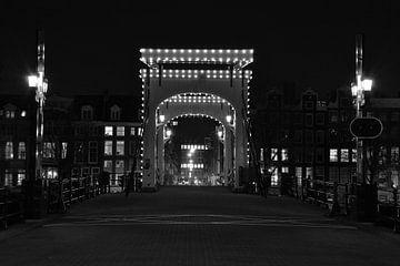 Magere Brug Amsterdam @ Night van Ronald van Kooten