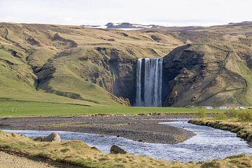Blick auf den Skogafoss-Wasserfall in Island von Reis Genie