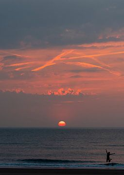Sunset jump van Jeanette van Starkenburg