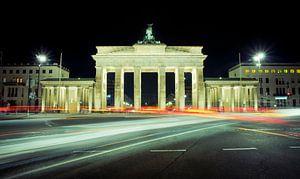 Tegenover de Brandenburger Tor in Berlijn van Sven Wildschut