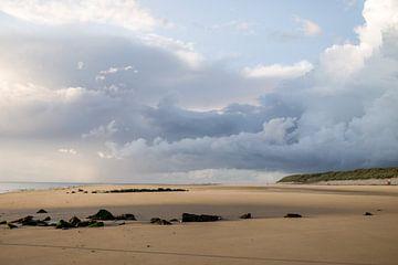 Zeeluchten boven Amelander strand van Nicole Nagtegaal