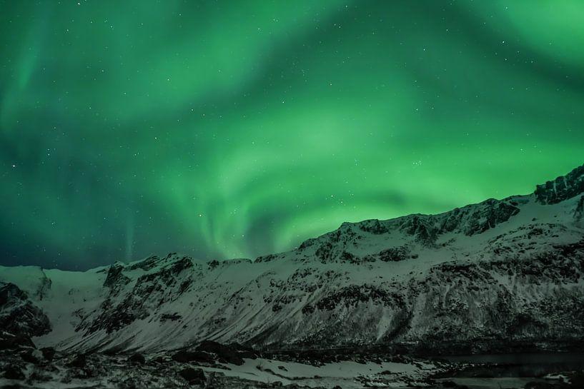 Polarlicht (Aurora Borealis) - Über den Bergen von Martin Boshuisen - More ART In Nature Photography