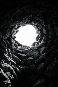 Von einem Brunnen aufschauen von Tom Rijpert