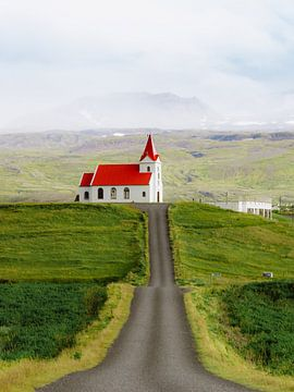 Kerk in IJsland met Landschap in Lagen   Snaefellsnes van Maartje Hensen
