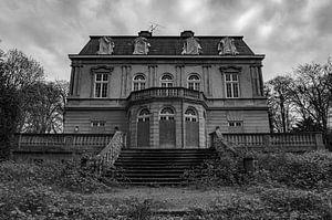 Spookhuis in zwart/wit van Jacco van der Giessen