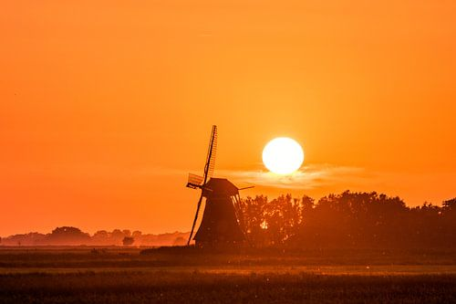 Heldere Zonsondergang in Friesland van Maria-Maaike Dijkstra