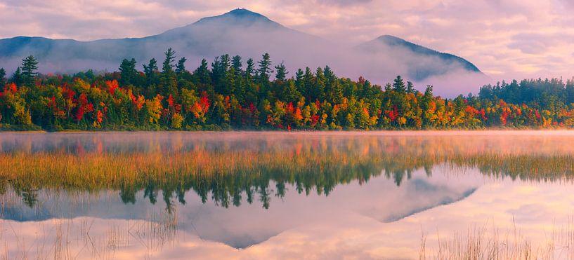 Autumn at  Connery Pond in Adirondacks State Park von Henk Meijer Photography