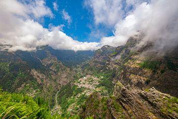 Miradouro do Curral das Freiras oder Tal der Nonnen auf Madeira von Sjoerd van der Wal
