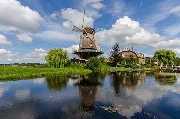 Hollandse molen in de spiegel van