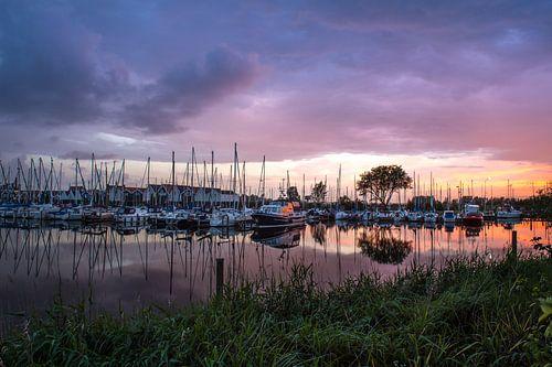 Hollandse luchten boven de jachthaven