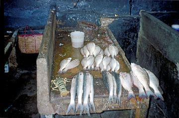 Vismarkt Stonetown (Mji Mkongwe), Zanzibar van Klaartje Jaspers