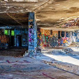 Graffiti sur une vieille ruine abandonnée sur Tilo Grellmann | Photography