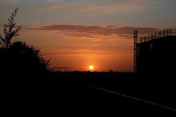 Zonsondergang boven Strijp S Eindhoven van Rik Pijnenburg