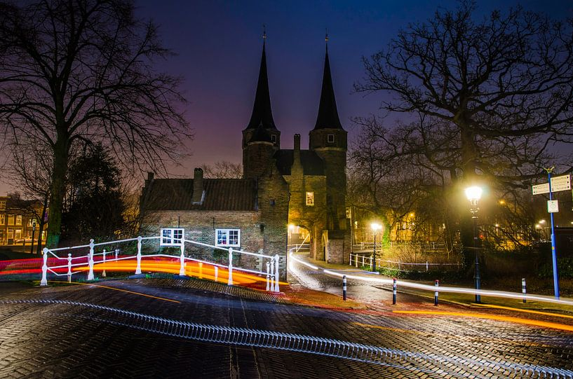 Delft | Oostpoort vanaf de Westzijde bij nacht van Ricardo Bouman | Fotografie