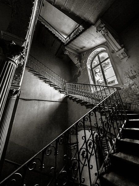 Traphal in een oude villa van Olivier Van Cauwelaert