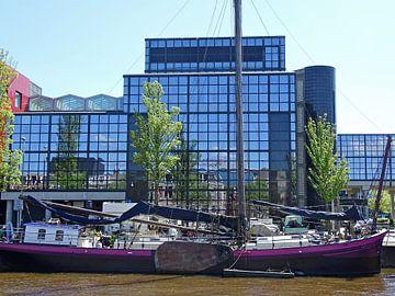Oud en nieuw Leeuwarden weerspiegelt van
