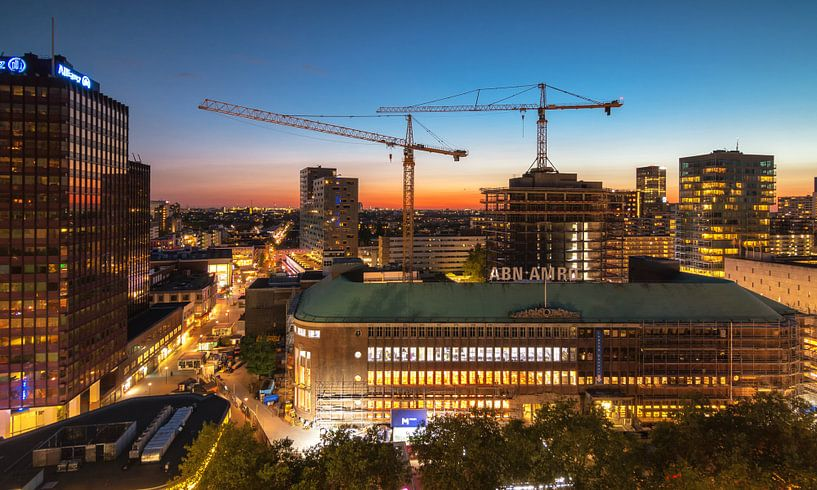 Sunset over the city of Rotterdam von Ilya Korzelius