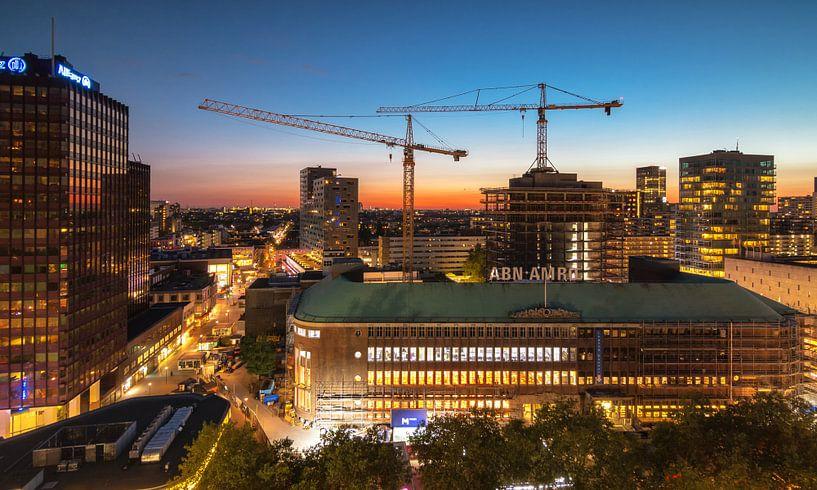 Sunset over the city of Rotterdam van Ilya Korzelius