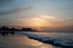Gambia Beach 4 van Wijs & Eigen