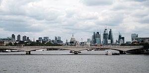 Panorama der Skyline von London, gesehen von der Themse von