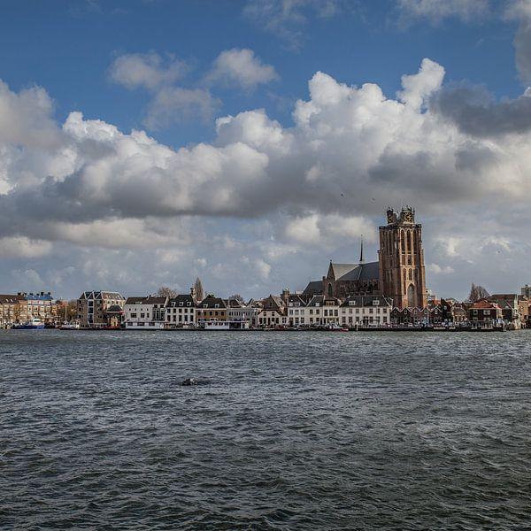 Dordrecht rivierzicht 2 (vierkant) van John Ouwens