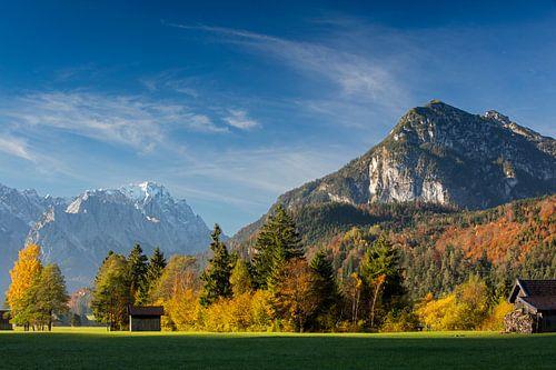 Herbstimmung mit Kramer und Zugspitze von