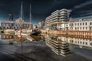 Zicht op Leeuwarden met t zogeheten Cruiseschip en voormalige bibliotheek