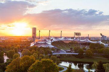 Olympiapark mit dem Olympiastadion in München von Werner Dieterich