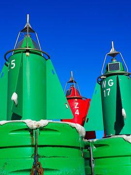 2 groene en 1 rood baken in de haven van Lauwersoog van Helene Ketzer