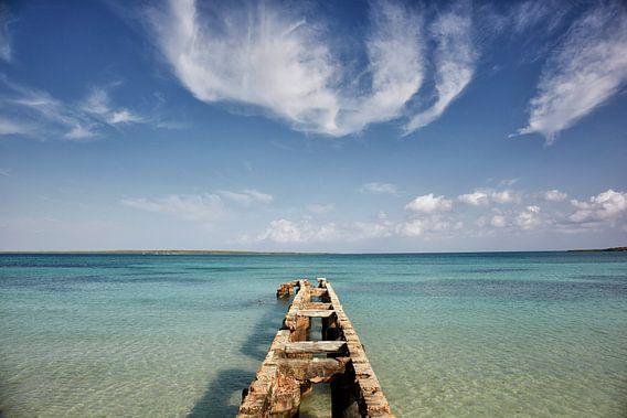 Cayo Las Brujas, Kuba. Eine tropische Insel umgeben von Riffen, klarem Wasser und weißen Stränden.
