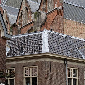 Detail van de Hooglandse Kerk te Leiden van Jeannette Kliebisch