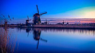 Blue Hour Kinderdijk sur Michael van der Burg