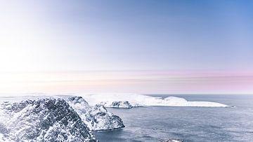 Norwegen ~ Blick vom Nordkap auf die Barentssee von Peter Boon
