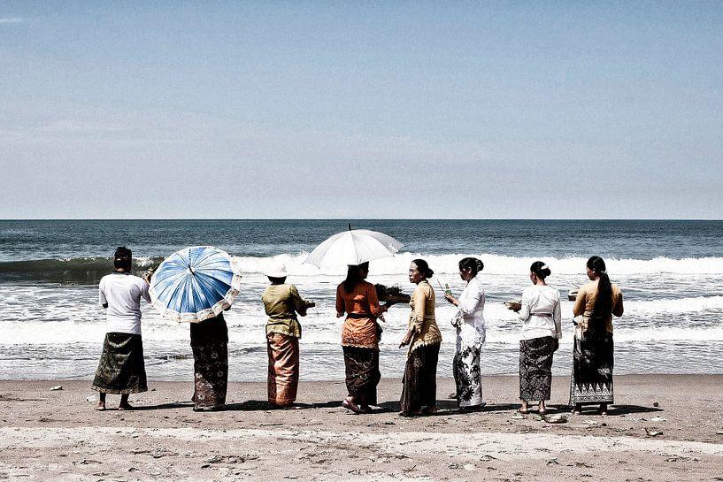 Ceremonie in Bali (2) van Brenda Reimers