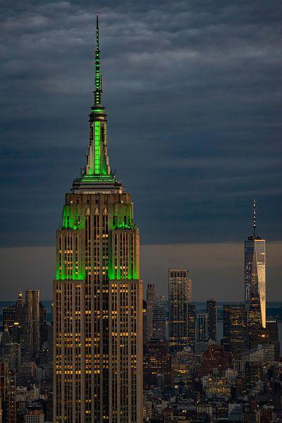 Empire State Building tijdens blue hour van Kimberly Lans