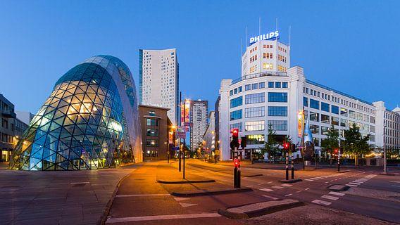 Blob, regent, admirant en lichttoren in Eindhoven centrum van Joep de Groot