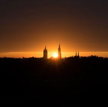 Le soleil se lève au-dessus de Delft, aux Pays-Bas sur Marja van den Hurk