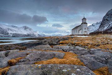 De kerk van Gimsoy - Winter op de Lofoten van Rolf Schnepp