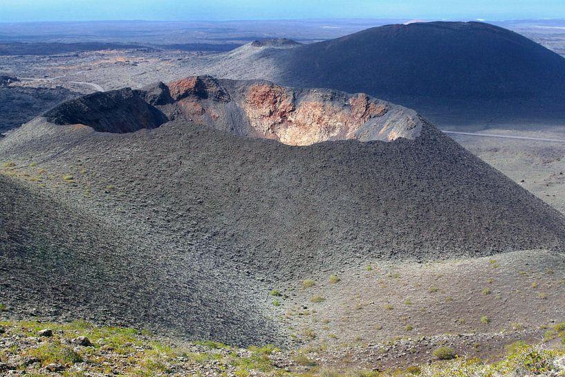 Vulkaankraters, Lanzarote van Inge Hogenbijl