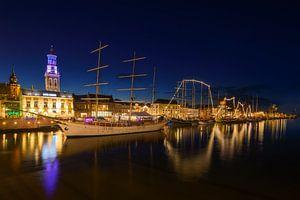 Stadsfront van de Hanzestad Kampen aan de IJssel in de avond