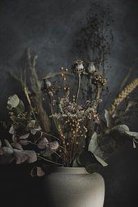 Vaas met droogbloemen van Melanie Schat