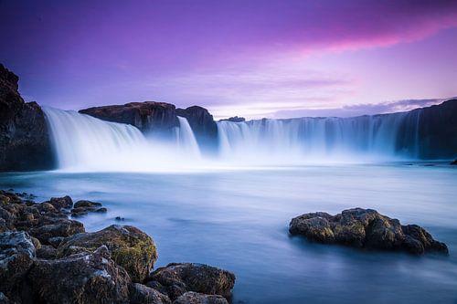 Godafoss, IJsland bij zonsondergang van