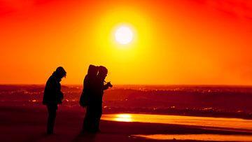 Stormachtige zonsondergang op strand van Scheveningen van Rob Kints